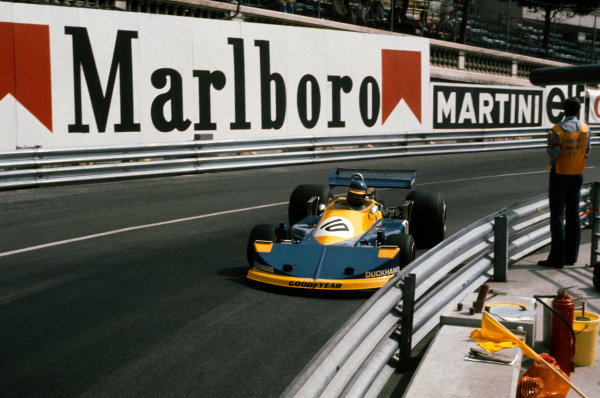 Monte Carlo, Monaco. 28-30 May 1976. Ronnie Peterson (March 761-Ford), retired, action.  World Copyright: LAT Photographic. Ref: 76MON43