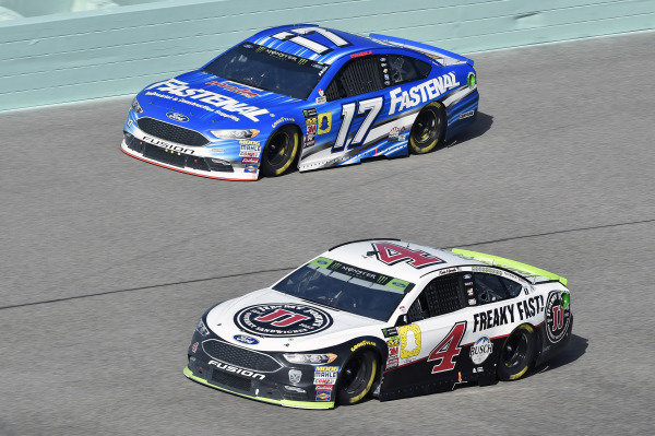 #4: Kevin Harvick, Stewart-Haas Racing, Ford Fusion Jimmy John's and #17: Ricky Stenhouse Jr., Roush Fenway Racing, Ford Fusion Fastenal
