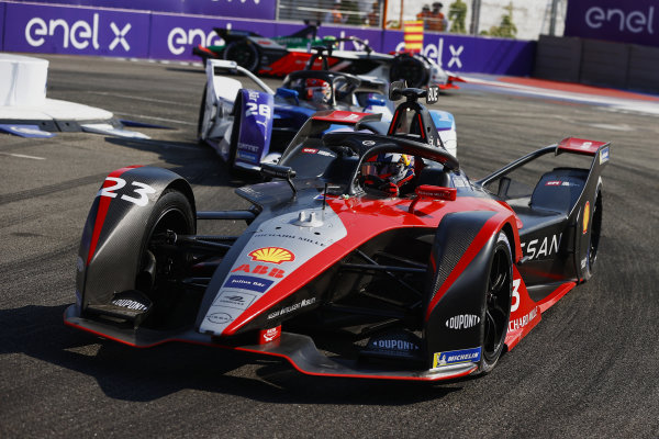 Sebastien Buemi (CHE), Nissan e.Dams, Nissan IMO2, leads Maximilian Guenther (DEU), BMW I Andretti Motorsports, BMW iFE.21