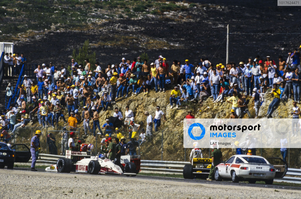 Derek Warwick, Arrows A10 Megatron, Martin Brundle, Zakspeed 871, and Adrián Campos, Minardi M187 Motori Moderni, all receive assistance from marshals.