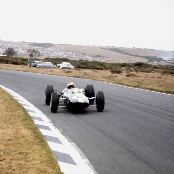 East London, South Africa.30/12/64-1/1/1965.Mike Spence (Lotus 33 Climax) 4th position.Ref-3/1493.World Copyright - LAT Photographic