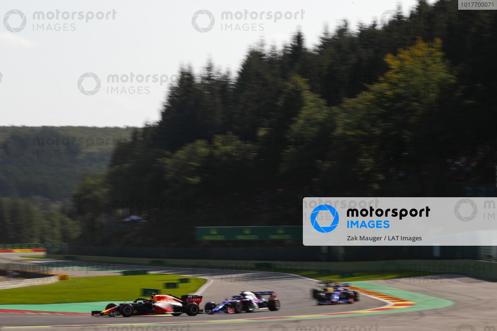 Alexander Albon, Red Bull RB15, leads Pierre Gasly, Toro Rosso STR14 and Daniil Kvyat, Toro Rosso STR14