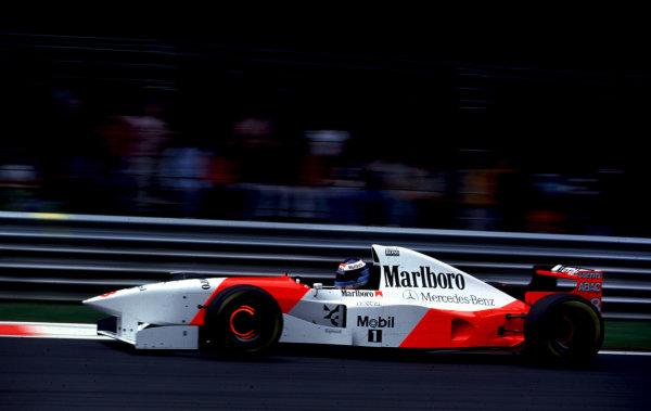 1995 Italian Grand Prix.Monza, Italy.8-10 September 1995.Mika Hakkinen (McLaren MP4/10B Mercedes) 2nd position.World Copyright - LAT Photographic