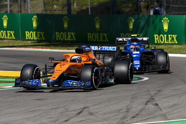 Daniel Ricciardo, McLaren MCL35M, leads Esteban Ocon, Alpine A521