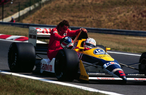 1988 Hungarian Grand Prix.Hungaroring, Budapest, Hungary.5-7 August 1988.Nigel Mansell (Williams FW12 Judd) gives Gerhard Berger (Ferrari) a lift back to the pits.World Copyright - LAT Photographic