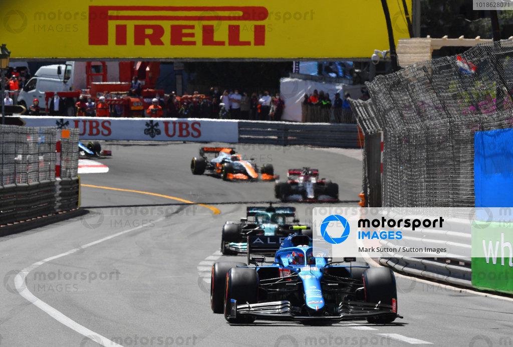 Esteban Ocon, Alpine A521, leads Lance Stroll, Aston Martin AMR21
