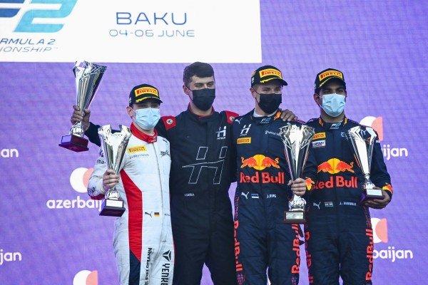David Beckmann (DEU, Charouz Racing System), 2nd position, the Hitech trophy delegate, Juri Vips (EST, Hitech Grand Prix), 1st position, and Jehan Daruvala (IND, Carlin), 3rd position, on the podium
