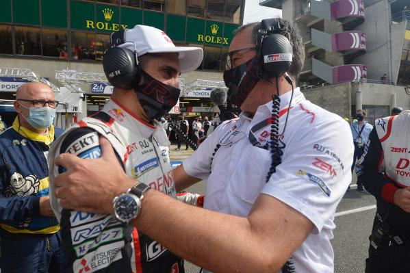 Winner Sébastien Buemi, with Rob Leupen, Toyota Gazoo Racing