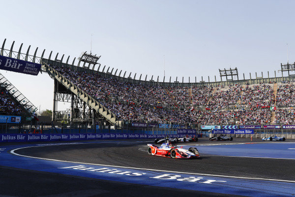 Pascal Wehrlein (DEU), Mahindra Racing, leads at the start of the race