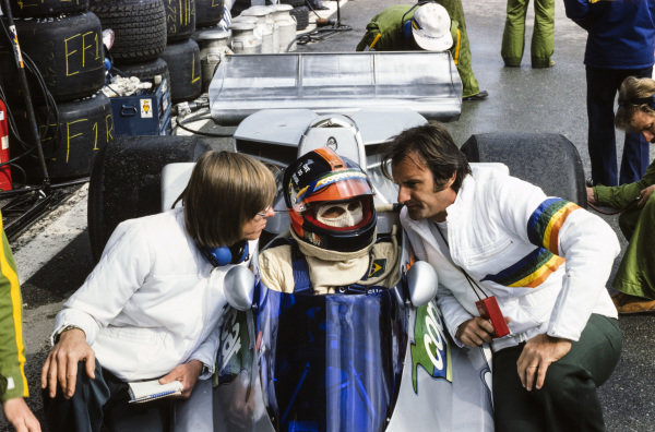 Emerson Fittipaldi talking to his brother Wilson in the pits, and designer Ricardo 'Richard' Divila.