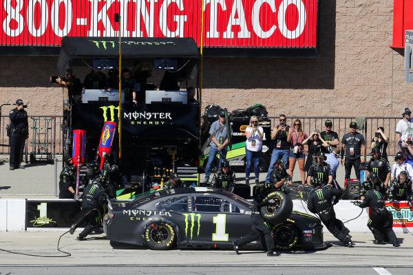 #1: Kurt Busch, Chip Ganassi Racing, Chevrolet Camaro Monster Energy pit stop