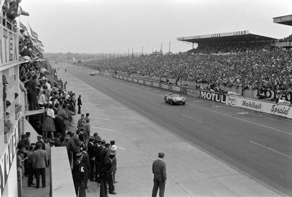 Stirling Moss / Jack Fairman, David Brown Racing, Aston Martin DBR1/300.