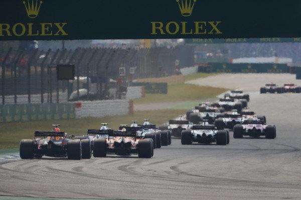 Daniel Ricciardo, Red Bull Racing RB14 Tag Heuer, chases a McLaren.