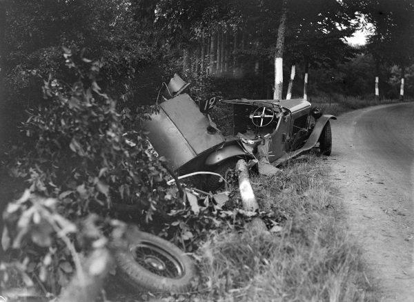 The wreckage of Ogez / Etourneau's Delage D8.