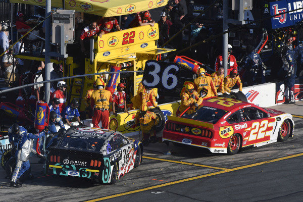 #36: Matt Tifft, Front Row Motorsports, Ford Mustang Surface Sunscreen / Tunity and #22: Joey Logano, Team Penske, Ford Mustang Shell Pennzoil