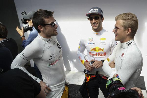 Jolyon Palmer (GBR) Renault Sport F1 Team, Daniel Ricciardo (AUS) Red Bull Racing and Marcus Ericsson (SWE) Sauber at Formula One World Championship, Rd1, Australian Grand Prix, Race, Albert Park, Melbourne, Australia, Sunday 26 March 2017.