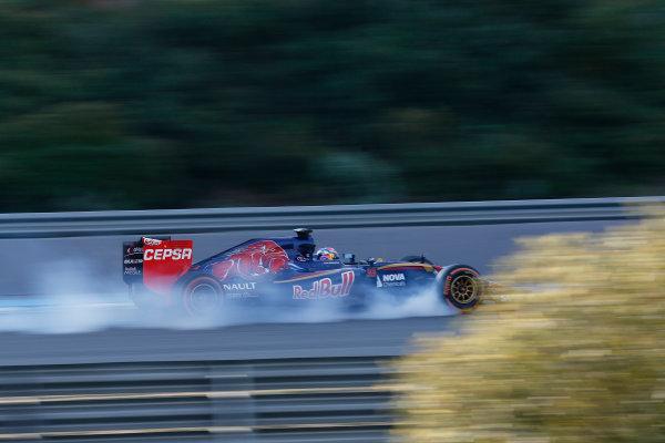 2015 F1 Pre Season Test 1 - Day 1 Circuito de Jerez, Jerez, Spain. Monday 02 February 2015. Max Verstappen, Toro Rosso STR10 Renault, locks a wheel. World Copyright: Alastair Staley/LAT Photographic. ref: Digital Image _R6T4016
