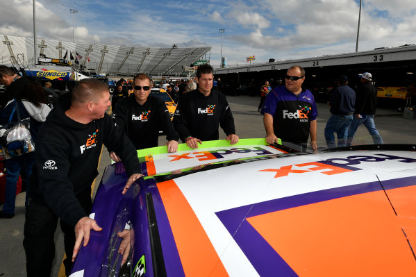 Monster Energy NASCAR Cup Series First Data 500 Martinsville Speedway, Martinsville VA USA Saturday 28 October 2017 Denny Hamlin, Joe Gibbs Racing, FedEx Walgreens Toyota Camry crew World Copyright: Scott R LePage LAT Images ref: Digital Image lepage-171028-mart-2690