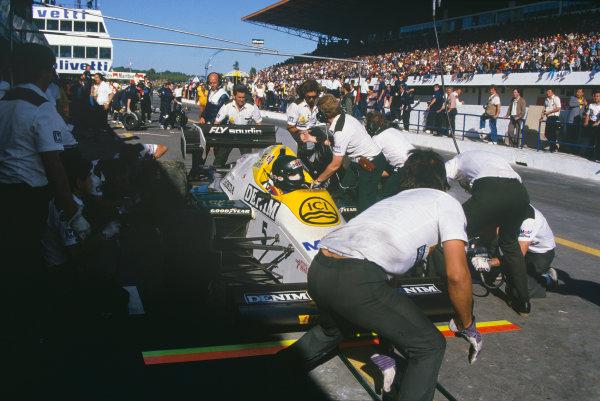 Estoril, Portugal. 19th - 21st October 1984.Jacques Laffite (Williams FW09B-Honda), 14th position, pit stop action. World Copyright: LAT Photographic.Ref:  84POR