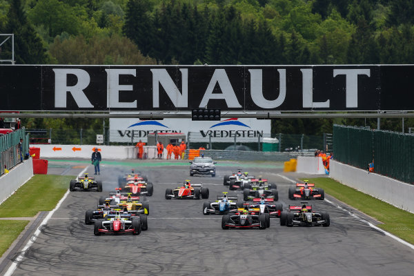 Spa-Francorchamps (BEL) May 29 - 31 2015 - World Series by Renault at Circuit Spa-Francorchamps. Start of Race 2. Action. © 2015 Diederik van der Laan  / Dutch Photo Agency / LAT Photographic