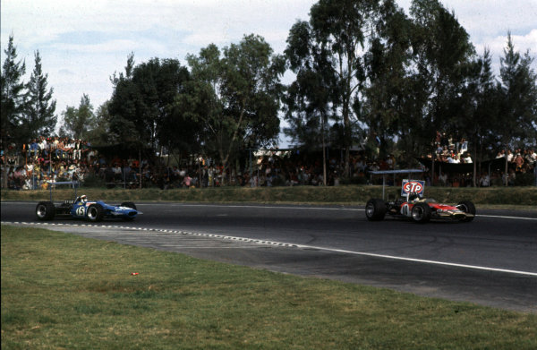 1968 Mexican Grand Prix.Mexico City, Mexico.1-3 November 1968.Graham Hill (Lotus 49B Ford) leads Jackie Stewart (Matra MS10 Ford). The finished in 1st and 7th positions respectively.Ref-68 MEX 07.World Copyright - LAT Photographic