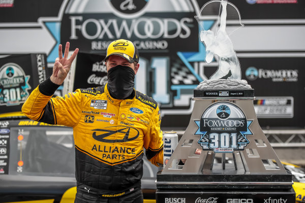 #2: Brad Keselowski, Team Penske, Western Star/Alliance Parts Ford Mustang with the trophy