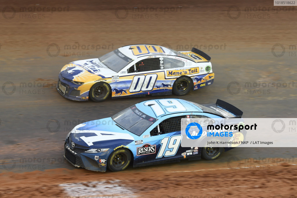 #19: Martin Truex Jr., Joe Gibbs Racing, Toyota Camry Auto-Owners Insurance, #00: Quin Houff, StarCom Racing, Chevrolet Camaro Mane 'n Tail