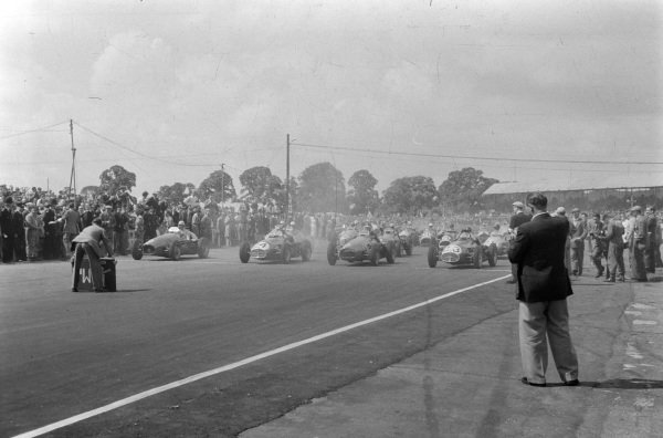 Juan Manuel Fangio, Maserati A6GCM-53, and José Froilán González, Maserati A6GCM-53, before the start of the race.