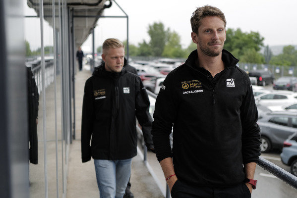Romain Grosjean, Haas F1, and Kevin Magnussen, Haas F1