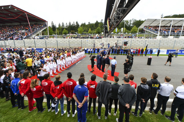 The F1 drivers lead F1's tribute to Anthoine Hubert who was tragically killed the previous day in an F2 race