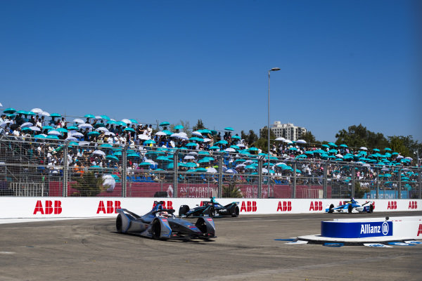 Edoardo Mortara (CHE) Venturi Formula E, Venturi VFE05 leads Stoffel Vandoorne (BEL), HWA Racelab, VFE-05 and Alexander Sims (GBR) BMW I Andretti Motorsports, BMW iFE.18