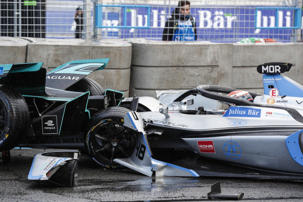Alex Lynn (GBR), Panasonic Jaguar Racing, Jaguar I-Type 3, crashes into the barrier with Edoardo Mortara (CHE) Venturi Formula E, Venturi VFE05 rear ended him