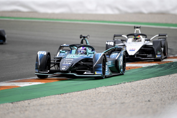 Tom Blomqvist (GBR), NIO 333, NIO 333 001, leads Edoardo Mortara (CHE), Venturi Racing, Silver Arrow 02