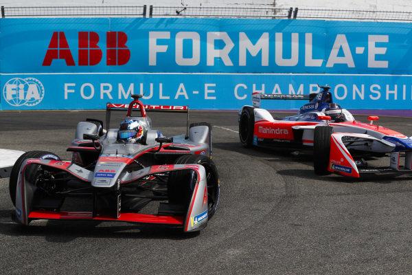 Maro Engel (GER), Venturi Formula E, Venturi VM200-FE-03, leads Nick Heidfeld (GER), Mahindra Racing, Mahindra M4Electro.