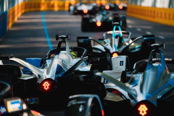 Alexander Sims (GBR) BMW I Andretti Motorsports, BMW iFE.18 leads Edoardo Mortara (CHE) Venturi Formula E, Venturi VFE05