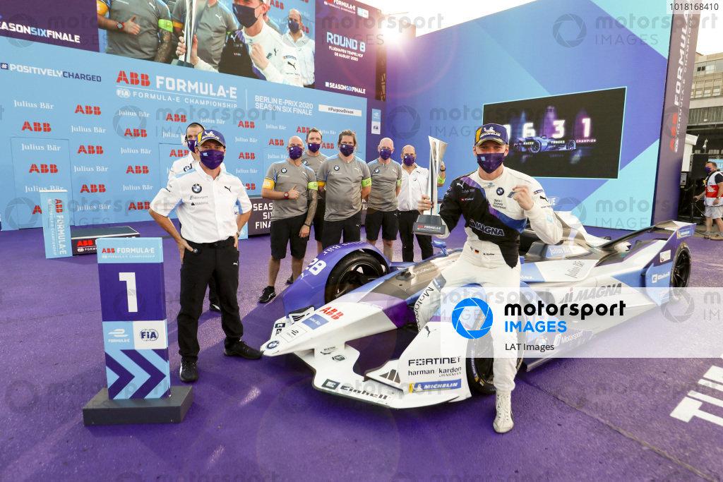 Roger Griffiths, Team Principal, BMW i Andretti Motorsport and Maximilian Günther (DEU), BMW I Andretti Motorsports, 1st position celebration