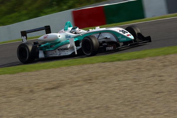 2011 Japanese Formula Three ChampionshipRound 1 - Suzuka, Japan.14th - 15th May 2011.Rd 1 3rd position Richard Bradley ( #36 PETRONAS TEAM TOM'S ), action.World Copyright: Yasushi Ishihara/LAT Photographicref: Digital Image 2011JF3_R1_007