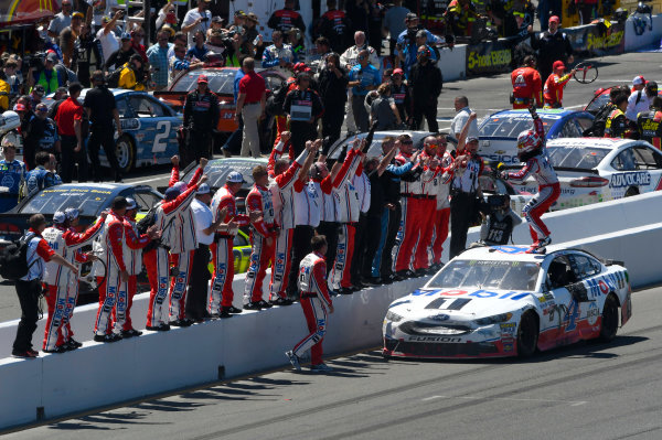 Monster Energy NASCAR Cup Series Toyota/Save Mart 350 Sonoma Raceway, Sonoma, CA USA Sunday 25 June 2017 Kevin Harvick, Stewart-Haas Racing, Mobil 1 Ford Fusion celebrates his win World Copyright: Nigel Kinrade LAT Images
