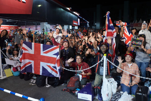 Suzuka Circuit, Japan. Saturday 7 October 2017. Fans gather around the stage in the Fanzone. World Copyright: Steve Etherington/LAT Images  ref: Digital Image SNE14208