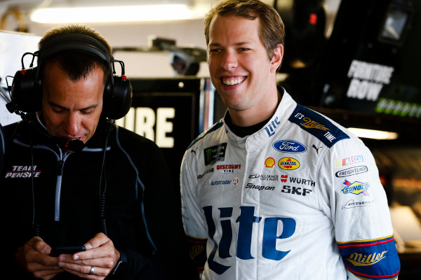 Monster Energy NASCAR Cup Series Hollywood Casino 400 Kansas Speedway, Kansas City, KS USA Friday 20 October 2017 Brad Keselowski, Team Penske, Ford Fusion and crew chief Paul Wolfe World Copyright: Barry Cantrell LAT Images