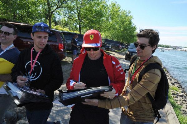 Kimi Raikkonen (FIN) Ferrari signs autographs for the fans .