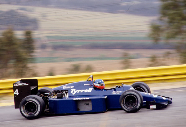 1985 South African Grand Prix.Kyalami, South Africa.17-19 October 1985.Philippe Streiff (Tyrrell 014 Renault).Ref-85 SA 30.World Copyright - LAT Photographic