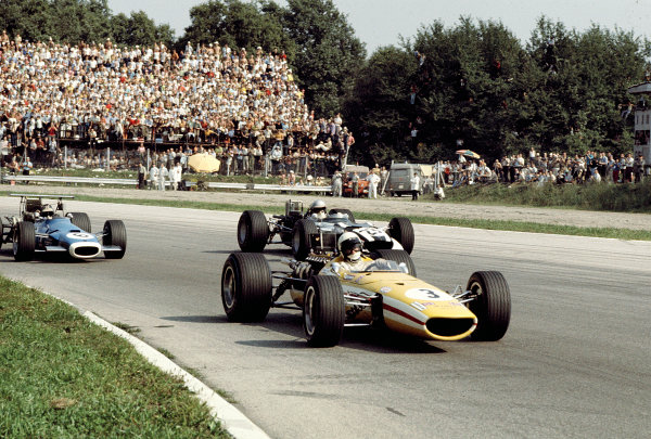 1968 Italian Grand Prix.Monza, Italy.6-8 September 1968.Joakim Bonnier (J Bonnier Racing/McLaren M5A Ford) 6th position, closely followed by Jean-Pierre Beltoise (Matra MS11) and Vic Elford (Cooper T86B BRM).Ref-68 ITA 25.World Copyright - LAT Photographic