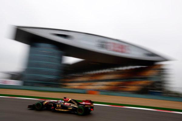 Shanghai International Circuit, Shanghai, China. Saturday 19 April 2014. Romain Grosjean, Lotus E22 Renault. World Copyright: Charles Coates/LAT Photographic. ref: Digital Image _N7T2558