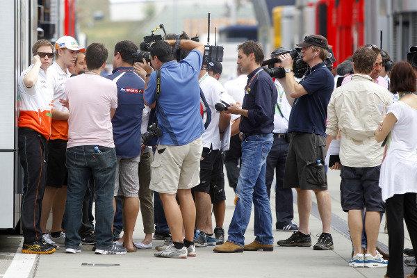 Hungaroring, Budapest, Hungary26th July 2012Nico Hulkenberg, Force India is interviewed by the media.World Copyright:Andrew Ferraro/LAT Photographicref: Digital Image _Q0C1682