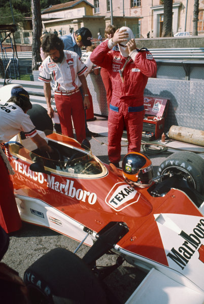 Monte Carlo, Monaco. 9-11 May 1975. Emerson Fittipaldi, McLaren M23 Ford. Ref: 75MON12. World Copyright - LAT Photographic