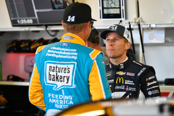 Monster Energy NASCAR Cup Series Pure Michigan 400 Michigan International Speedway, Brooklyn, MI USA Saturday 12 August 2017 Clint Bowyer, Stewart-Haas Racing, Nature's Bakery/Feeding America Ford Fusion, Jamie McMurray, Chip Ganassi Racing, Cessna Chevrolet SS World Copyright: Logan Whitton LAT Images