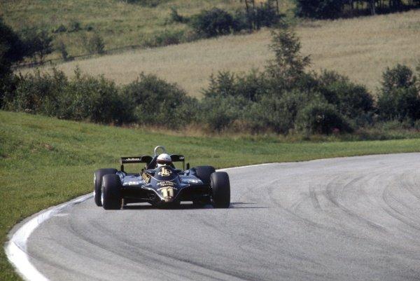1982 Austrian Grand Prix.Osterreichring, Austria. 15 August 1982.Elio de Angelis, Lotus 91-Ford, 1st position, action.World Copyright: LAT PhotographicRef: 35mm transparency 82AUT