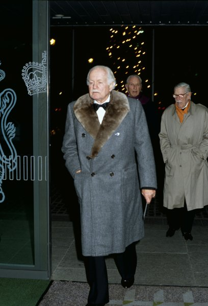 Queen Elizabeth II Conference Centre, London, England. 13th December 1990. Baron Emanuel de Graffenried, Paul von Metternich and Baron Fritz Huschke von Hanstein arrive.World Copyright: LAT PhotographicRef: 35mm transparency