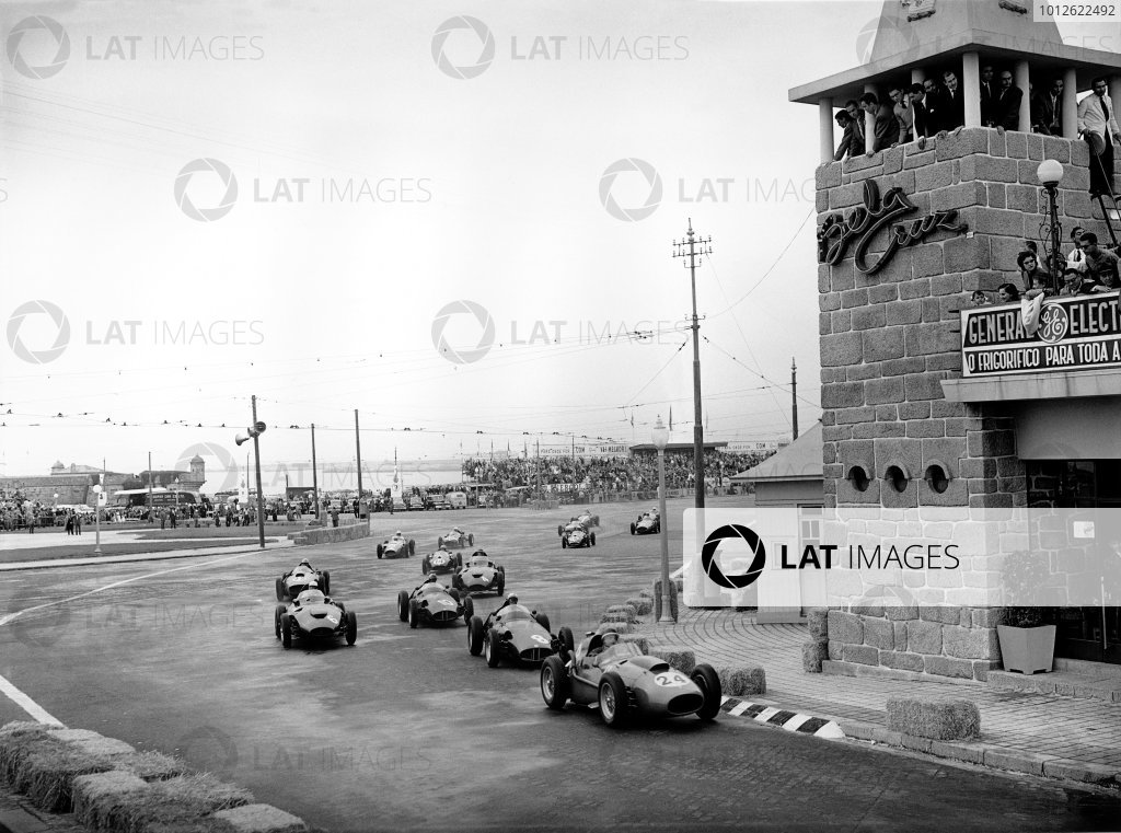Porto, Portugal.22 - 24 August 1958.Mike Hawthorn (Ferrari Dino 246), leads Jean Behra (BRM P25), 4th position, at the start, action.World Copyright: LAT Photographic.Ref: C53327